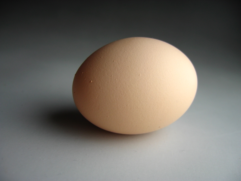 ケーキ造りにコレ便利!卵の黄身と白身を一瞬で分ける方法